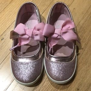 Carter's shiny pink shoes with bow